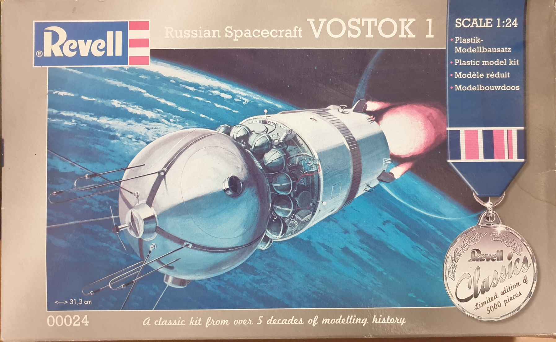 Revell 00024 Russian Spacecraft VOSTOK 1